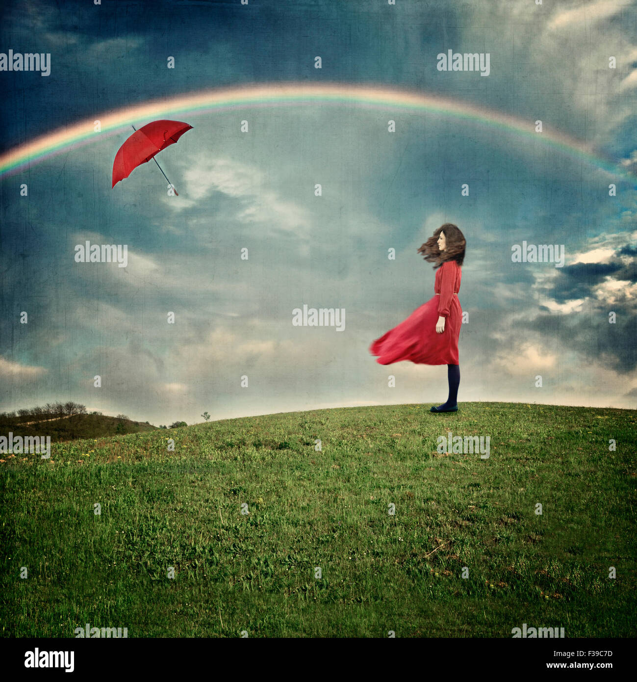 Young woman standing on hill - Stock Image