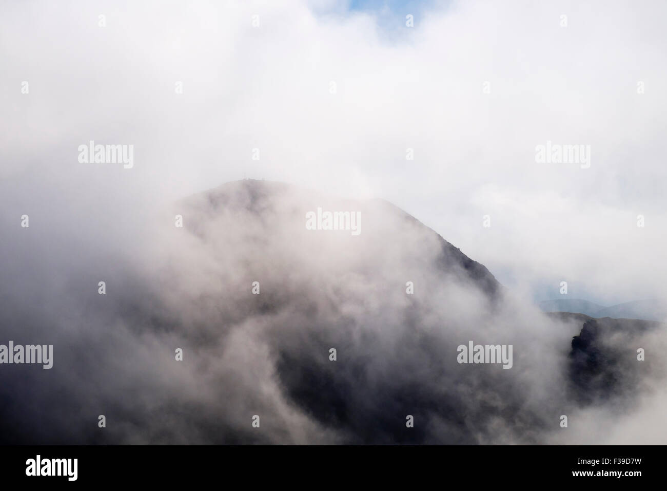 Low cloud on Ireland's highest mountain, Carrauntoohil in MacGillycuddy Reeks, County Kerry, Eire, Southern - Stock Image