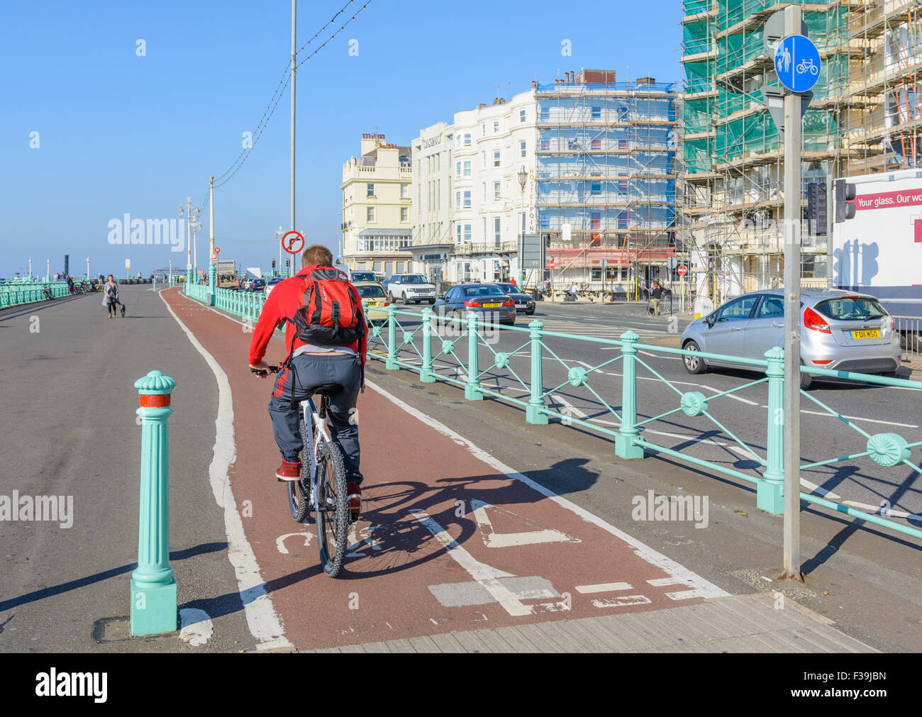Cyclist on a cycle path in Brighton, East Sussex, England, UK. - Stock Image