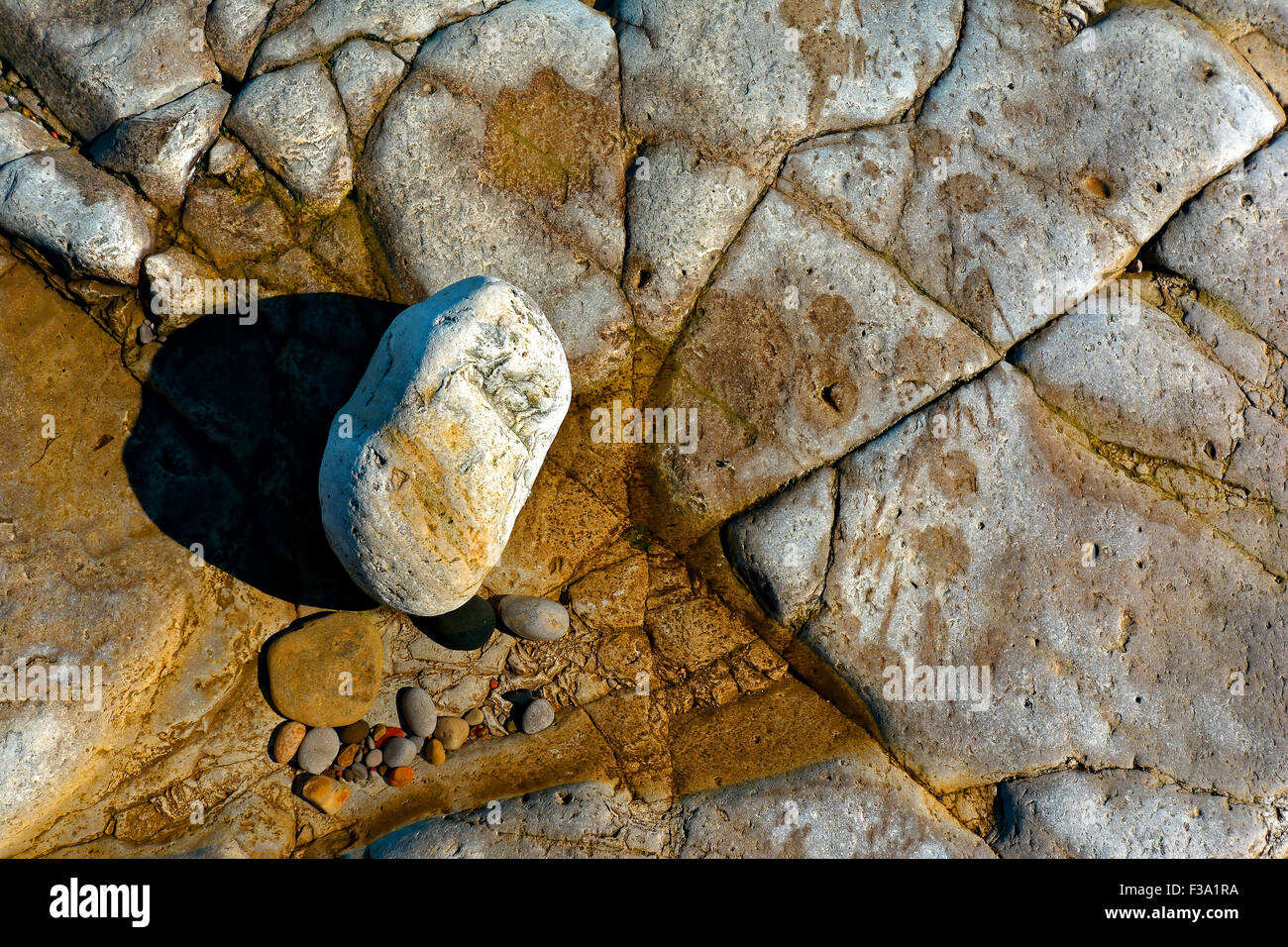 rocks, low tide, low water, pebbles, coast, sea, seawater, muted colours, greens, calmness, solitude, quiet, peace, - Stock Image