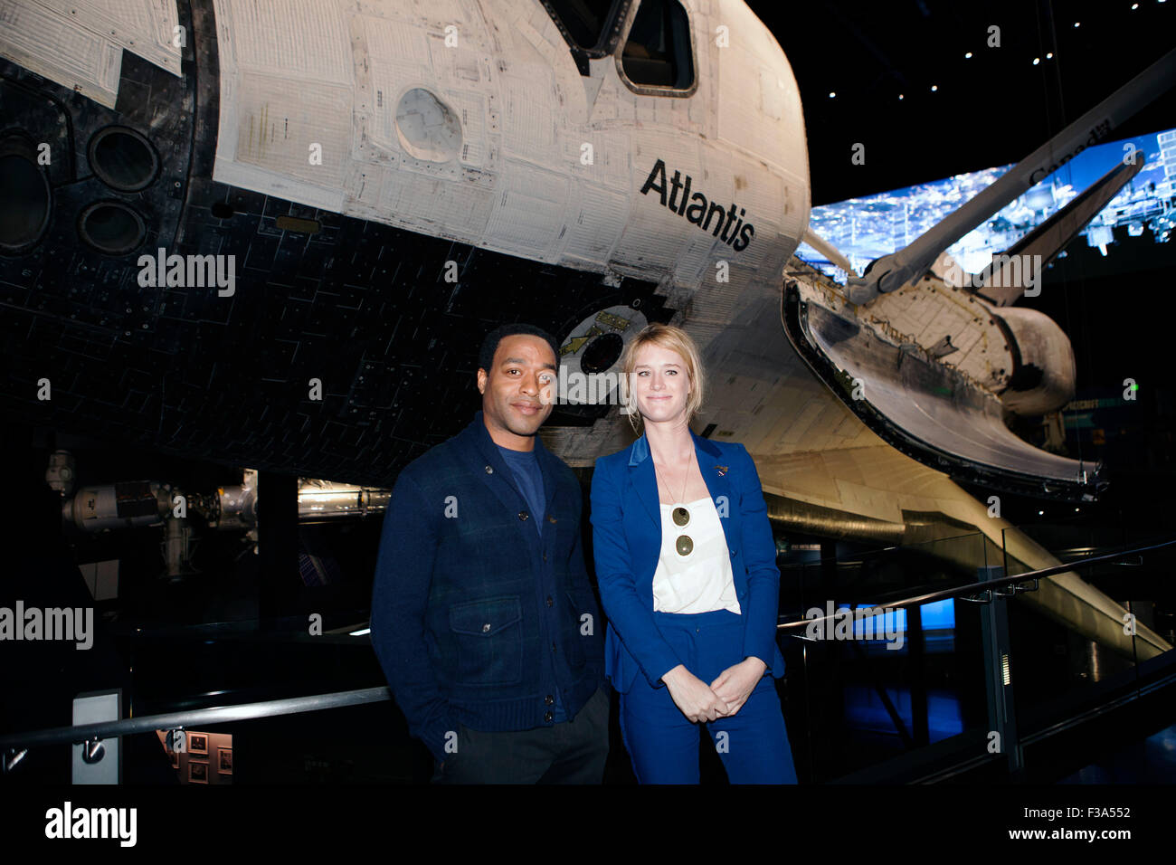 Actors Chiwetel Ejiofor and Mackenzie Davis pose for a photograph in front of Atlantis during a tour of Space Shuttle - Stock Image
