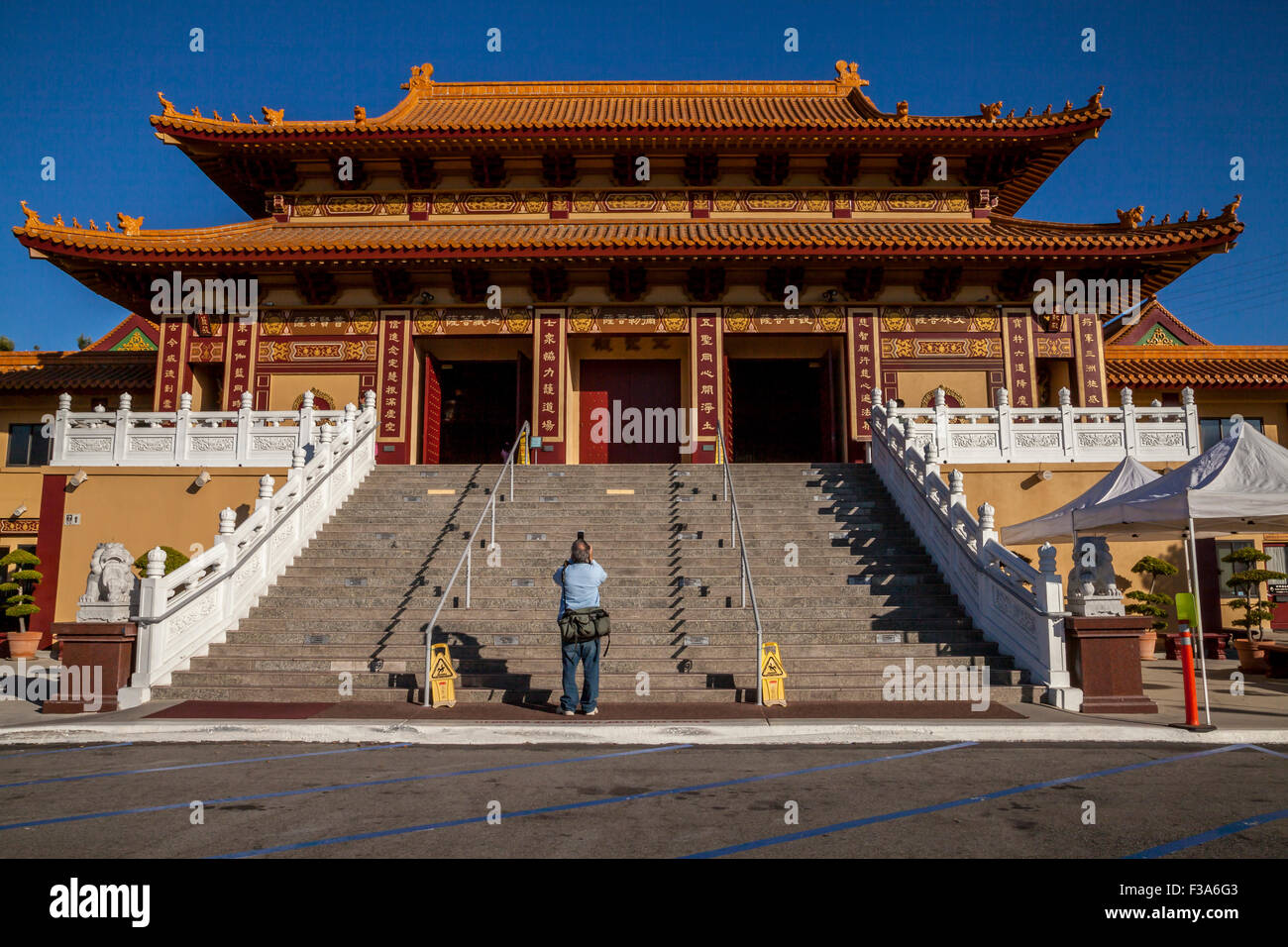 Photographer taking pictures of the Hsi Lai Buddhist Temple, Hacienda Heights, California, USA Stock Photo