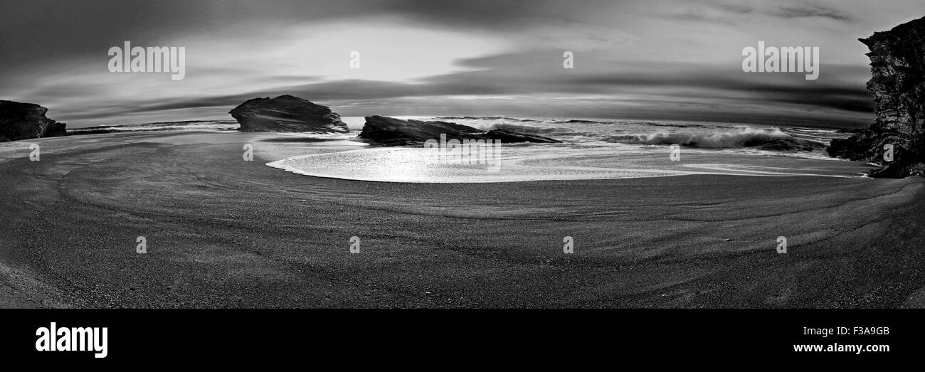 Portugal: Scenic beach in panoramic view (bw) - Stock Image
