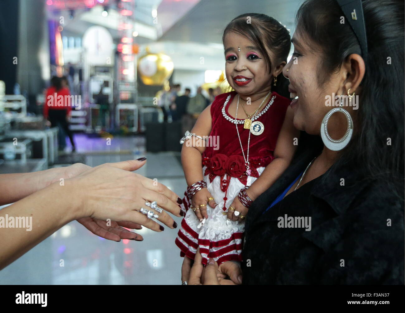 Moscow, Russia. 3rd Oct, 2015. World's shortest woman Jyoti Amge, 62.8cm, attends the opening ceremony of Moscow's - Stock Image