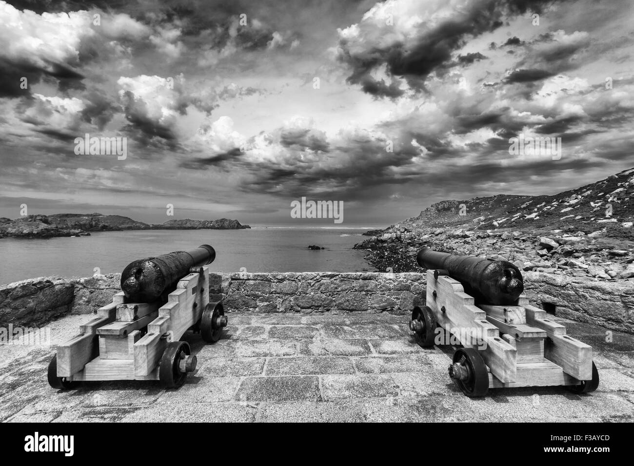 Cannons in Cromwell's Castle, Tresco, Isles of Scilly, UK - Stock Image