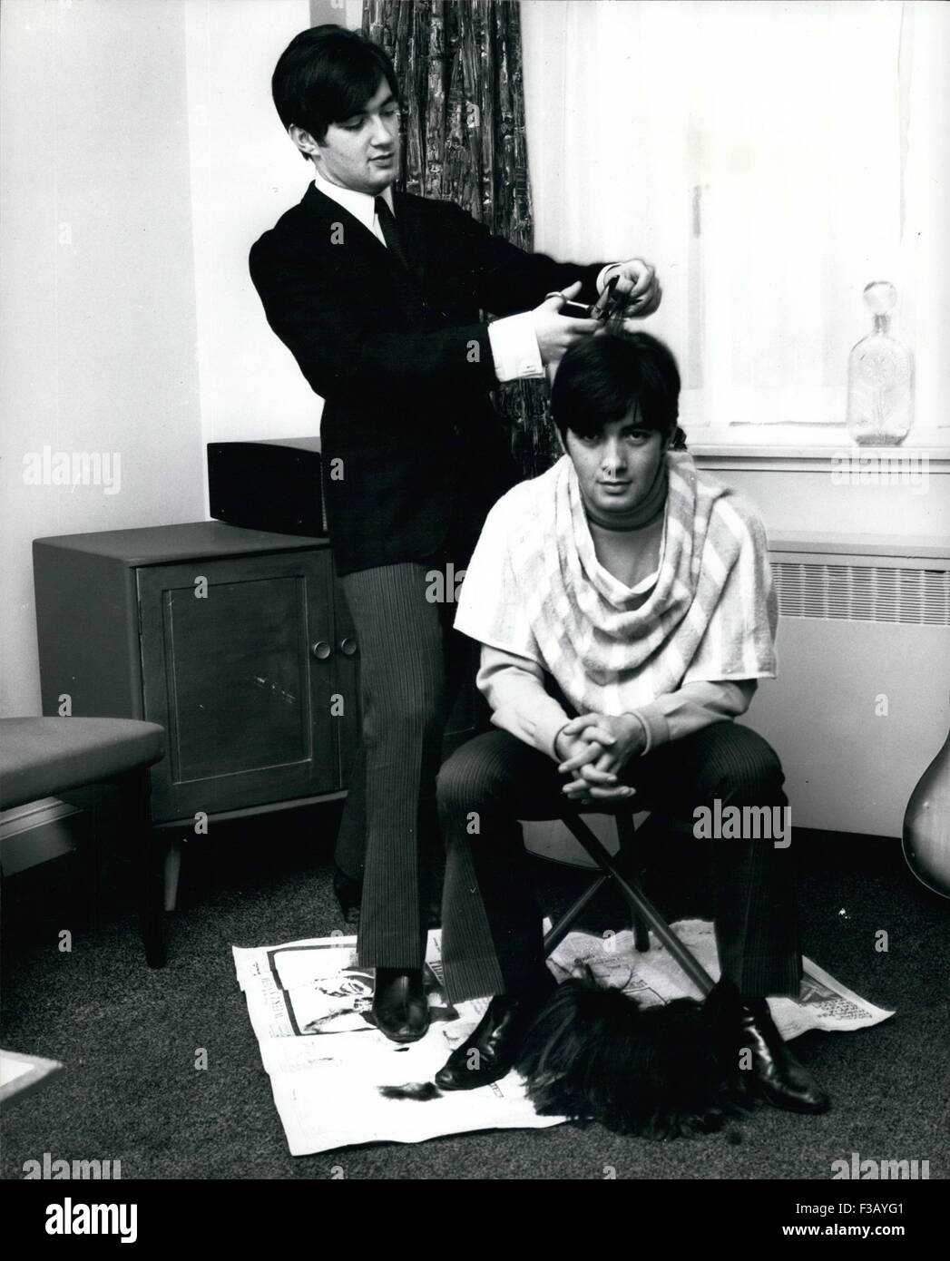 Dec. 21, 1965 - They like to cut each other hair. The singing Ryan Twins all set to cut a new disc too Paul and - Stock Image