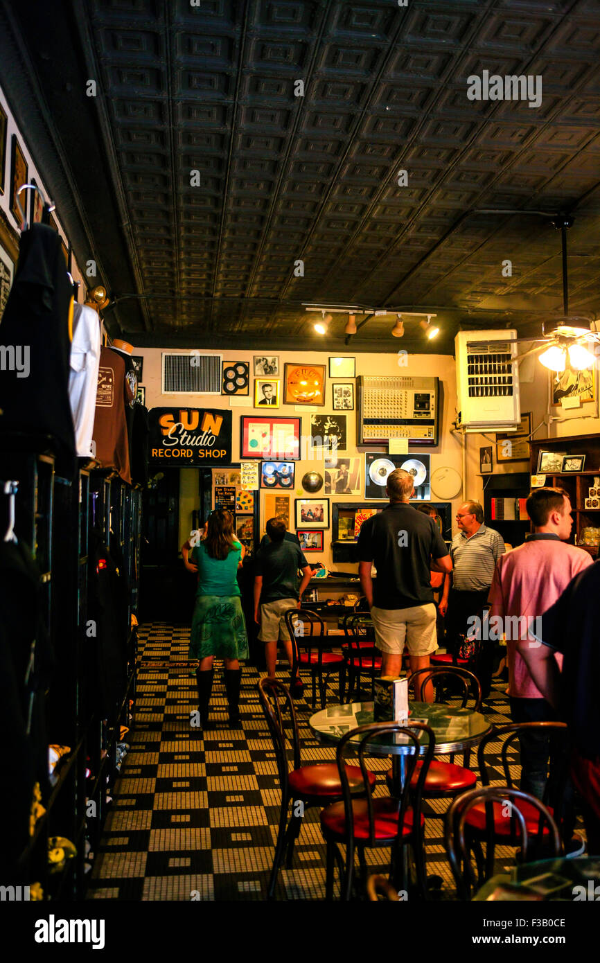 People soaking up the atmosphere in the Sun Studio museum and cafe at 706 Union Ave, Memphis Tennessee - Stock Image