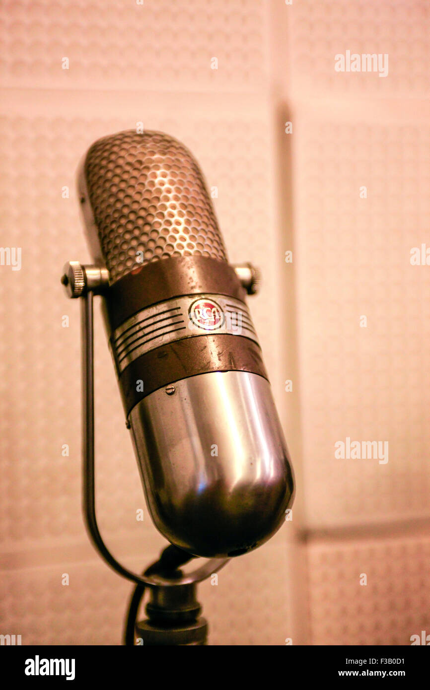 Working microphones from the 1950s possibly used by Elvis, Johnny Cash, Bono and others at the Sun Studio in Memphis - Stock Image