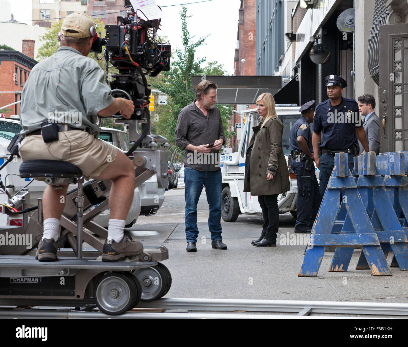 Kelli Giddish and Donal Logue film a scene for Law & Order: SVU in New York City. - Stock Image