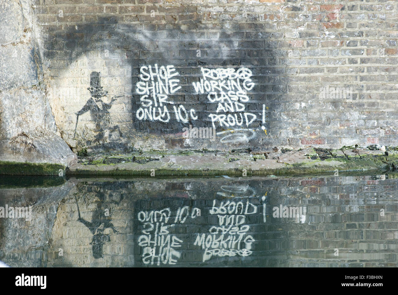 Rat graffiti by Banksy amended by Team Robbo with their message during the graffiti war of 2009-10 - Stock Image