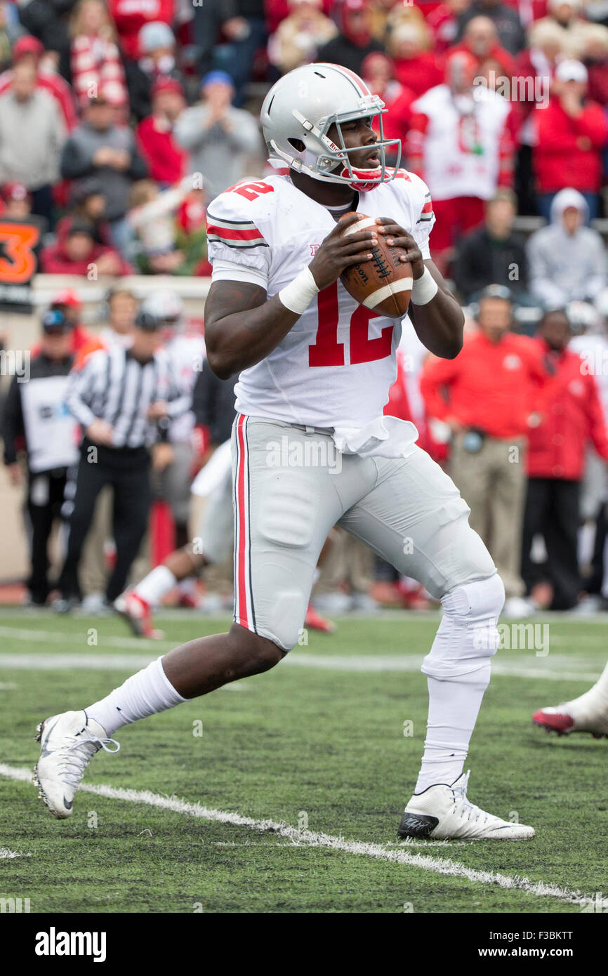 October 3, 2015: Ohio State Buckeyes quarterback Cardale Jones (12) drops back to pass during the NCAA football - Stock Image