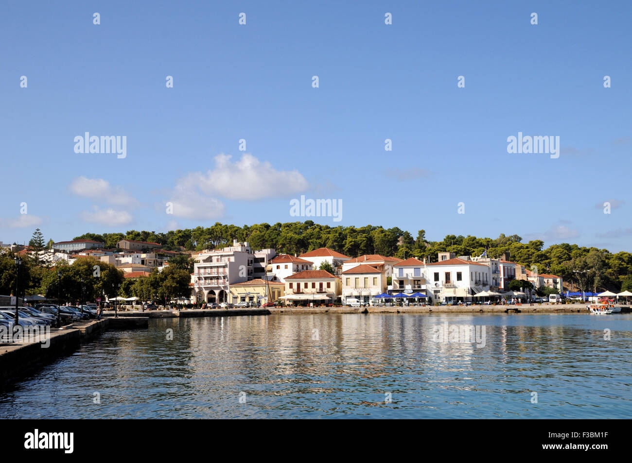 The harbour and harbour side restaurants at the Greek town and port of Pilos (Pylos) in the Peloponnese. - Stock Image