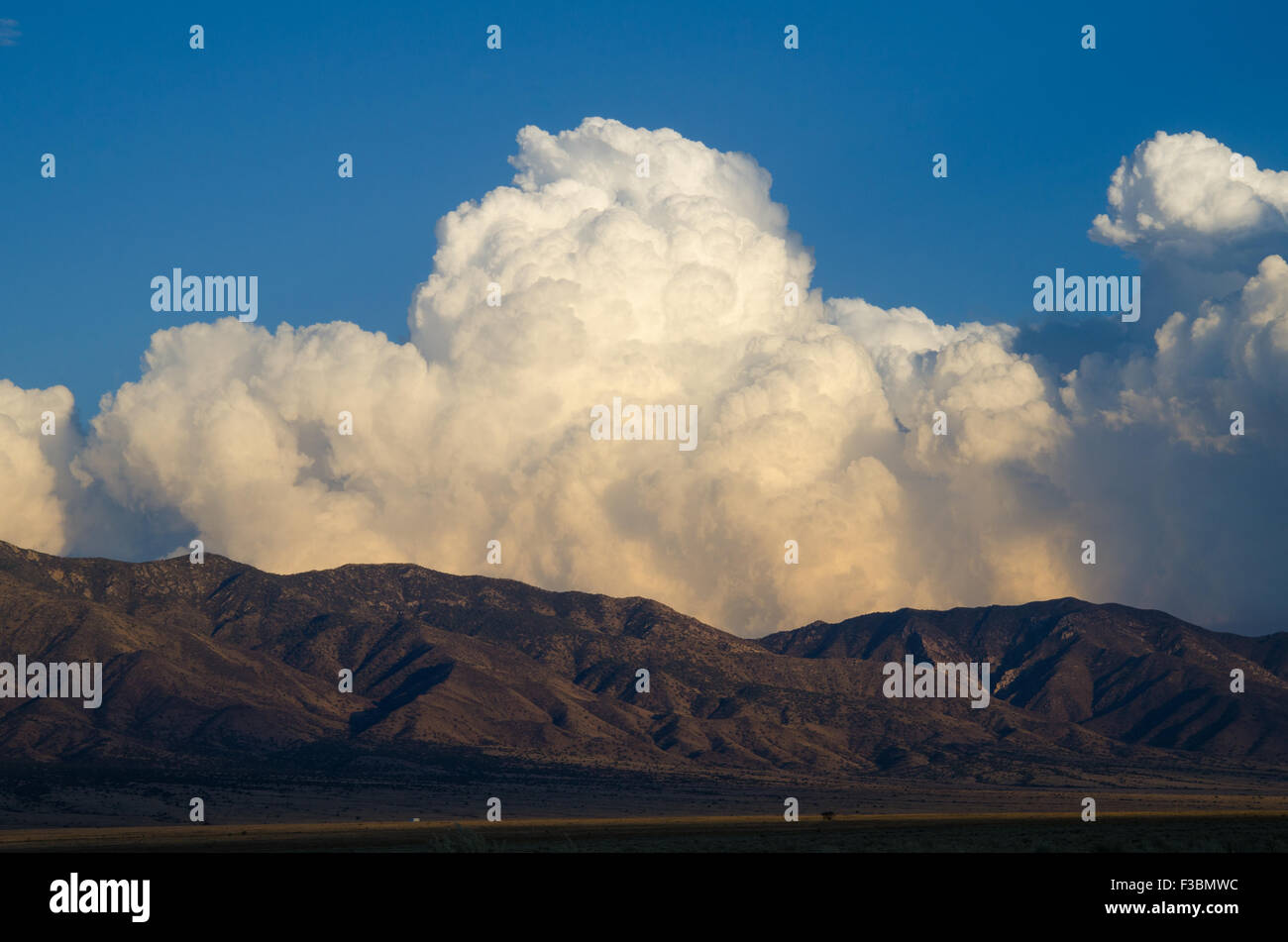 Cumulonimbus clouds over the south end of the Manzano mountains, Valencia co., New Mexico, USA. - Stock Image