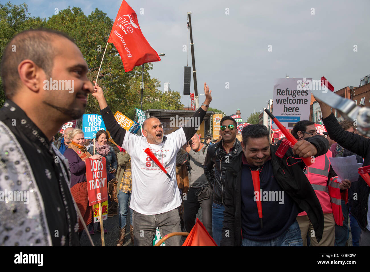 Manchester, UK. 4th October, 2015. TUC National Rally and March, Manchester, UK. Demonstrators gather at the start - Stock Image