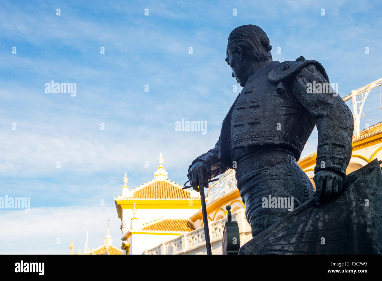 Spain, Andalusia, Seville, the bullfighter statue in front of the Plaza de Toros (Bullring) and Real Maestranza - Stock Image