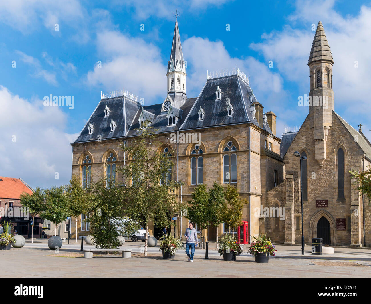 Town Hall and St Anne's church Market Place  Bishop Auckland, Co. Durham UK Stock Photo