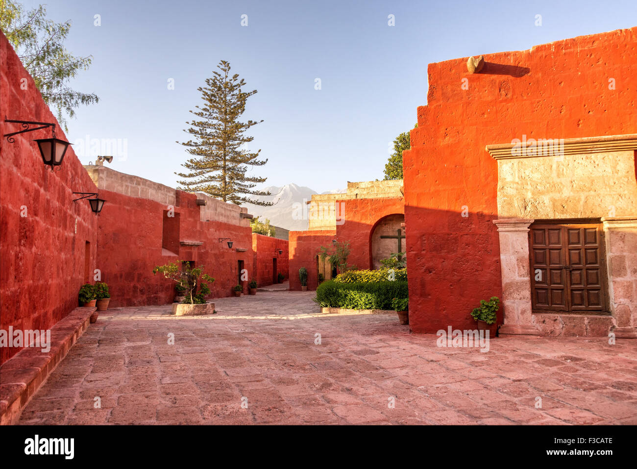Courtyard in the Monastery of Santa Catalina in Arequipa, Peru - Stock Image