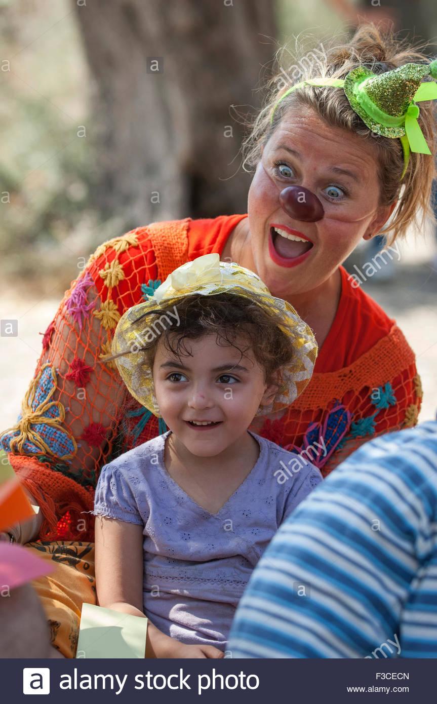 Annemeike Bakker of Global Clowning at KareTepe Refugee Camp, Lesbos, Greece. - Stock Image