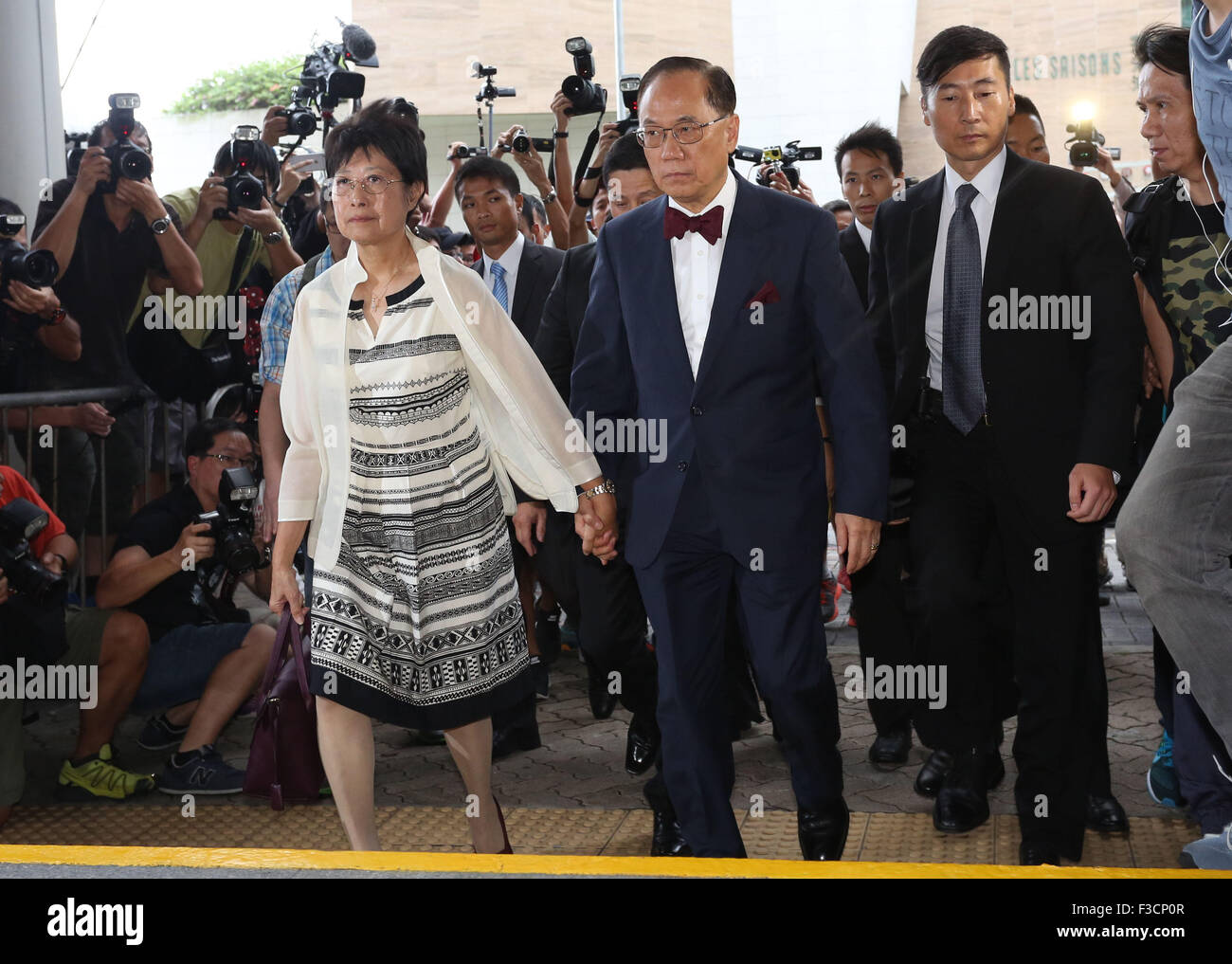 Hong Kong. 5th Oct, 2015. Donald Tsang Yam-kuen (2nd L, front), former chief executive of the Hong Kong Special - Stock Image