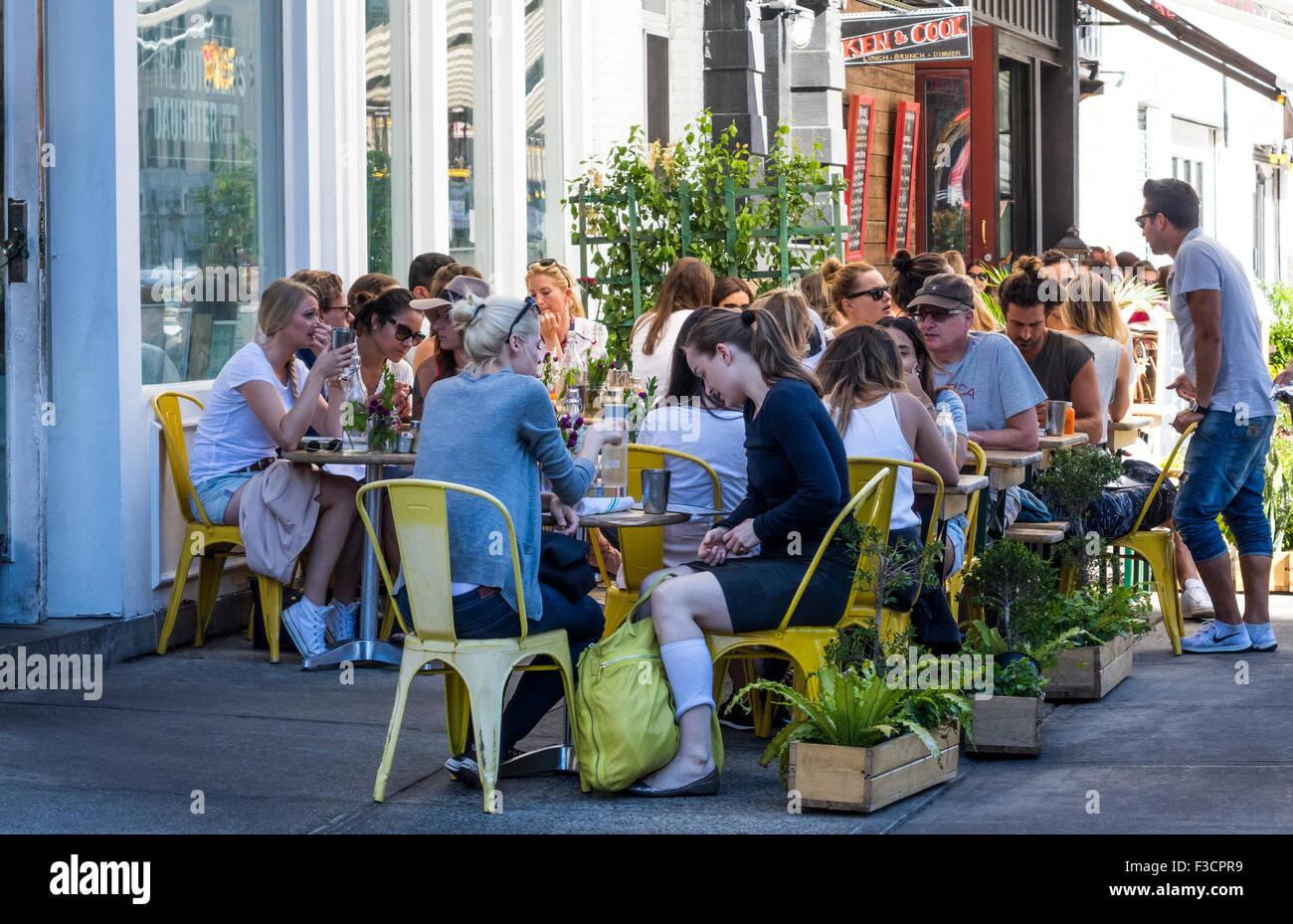 Alfresco brunch in Nolita in New York City - Stock Image