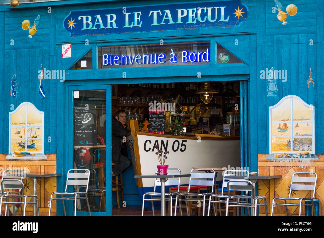 Bar Le Tapecul Oysters port Cancale French Brittany France Europe - Stock Image
