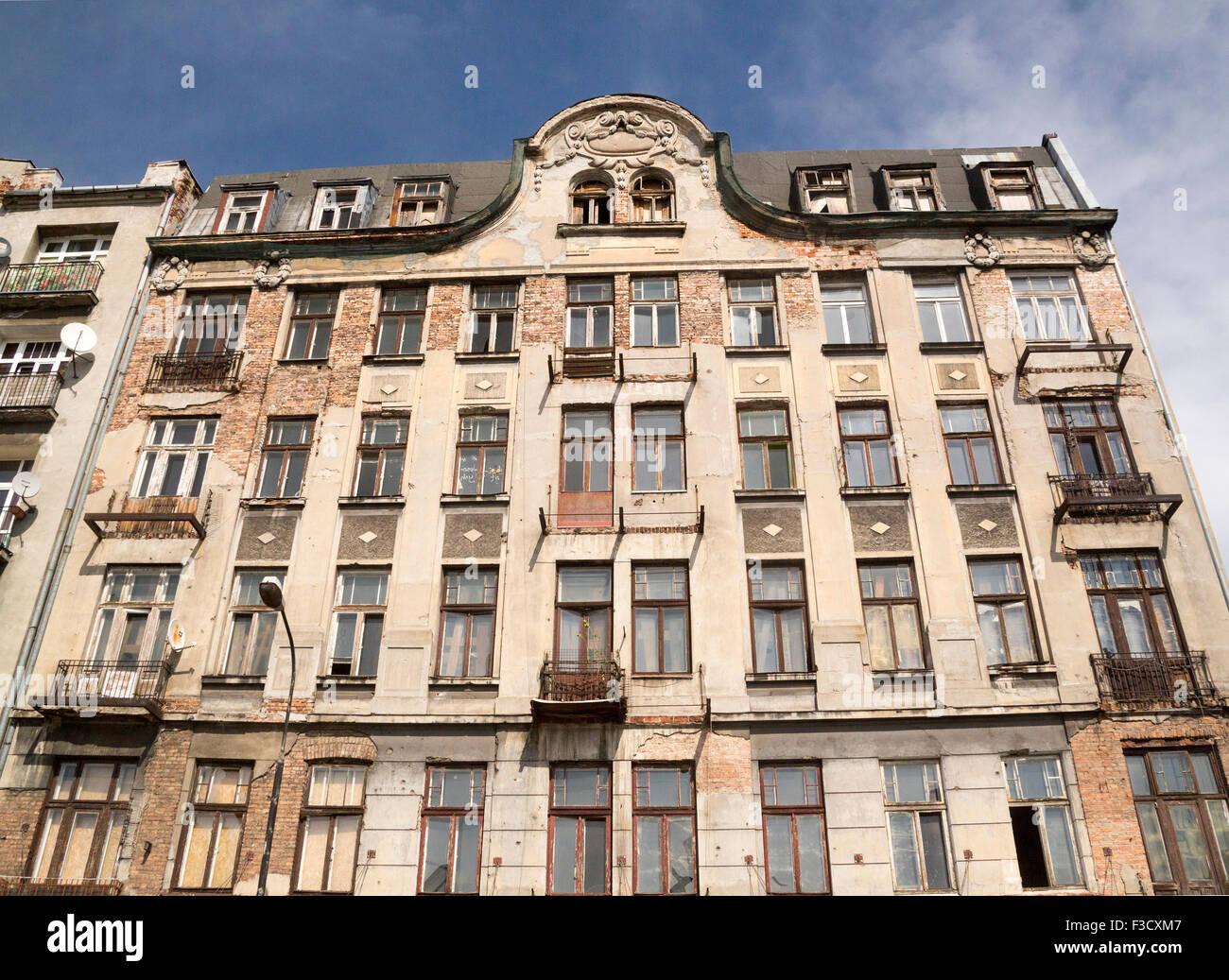 Poland Warsaw Praga district and run-down apartment building - Stock Image