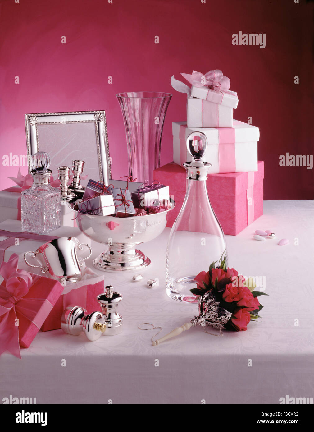 Wedding Gifts Stock Photos & Wedding Gifts Stock Images - Alamy
