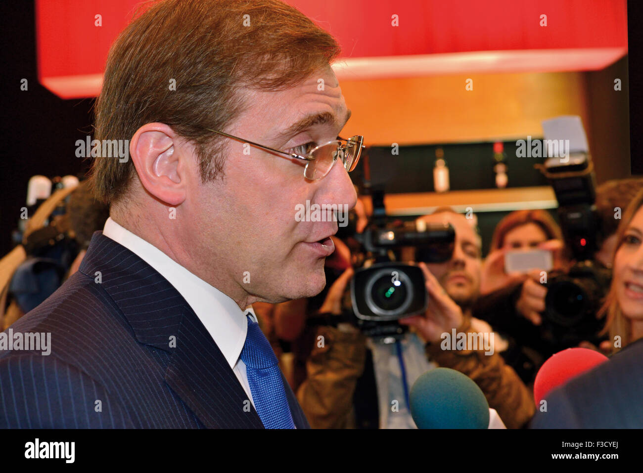 Portugal: Prime Minister Pedro Passos Coelho interviewed by media - Stock Image