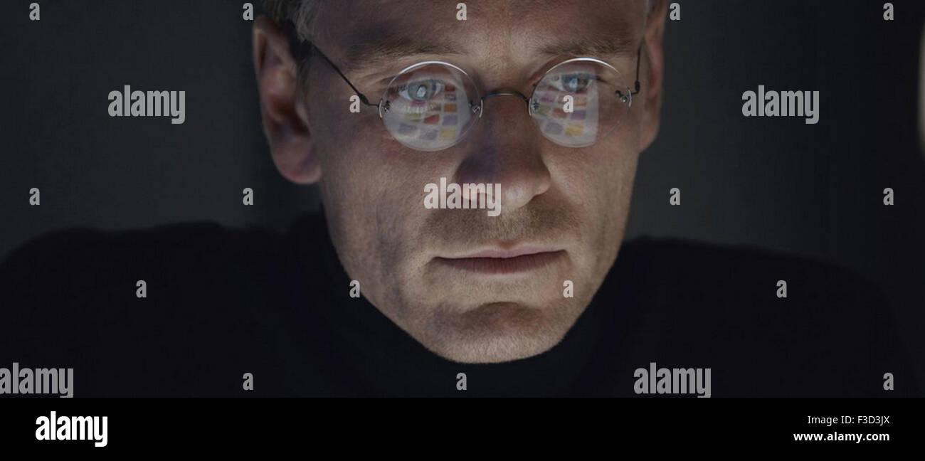 STEVE JOBS 2015 Universal Pictures filkm with from left Michael Fassbender as Steve Jobs, Michael Stuhlbarg, Kate - Stock Image