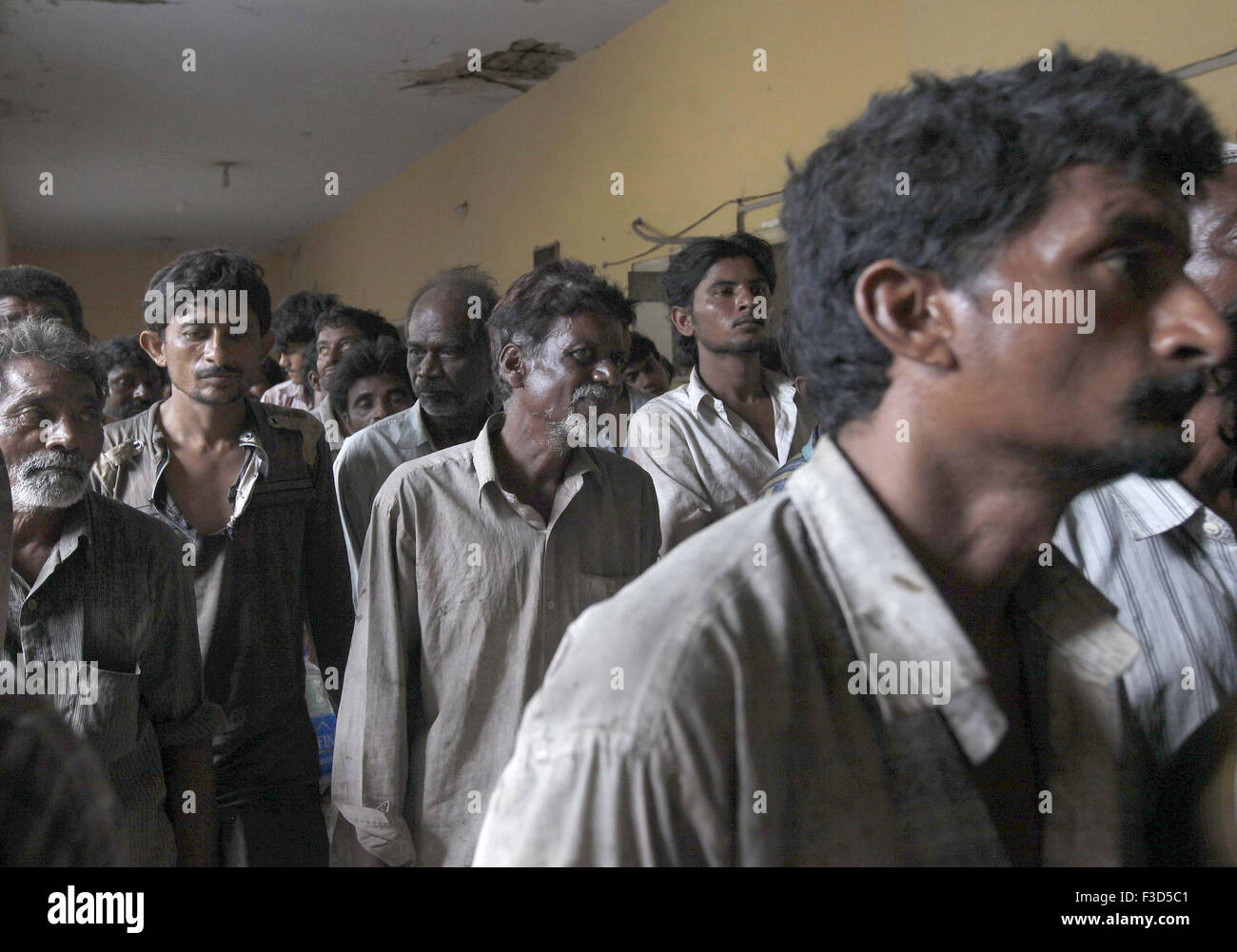 Arrested Indian fishermen gather in a police lock up in Karachi on Monday, October 05, 2015.  The Pakistan maritime - Stock Image