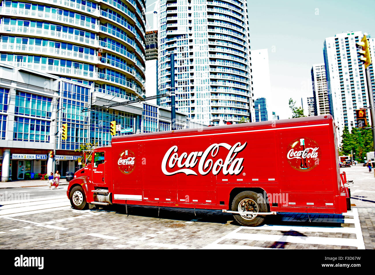 Coca cola truck in the city - Stock Image