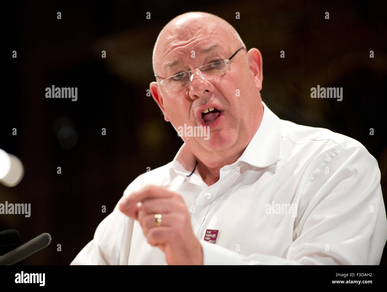 Manchester, UK. 5th October 2015. Dave Ward, General Secretary of the Communication Workers Union (CWU), speaks - Stock Image