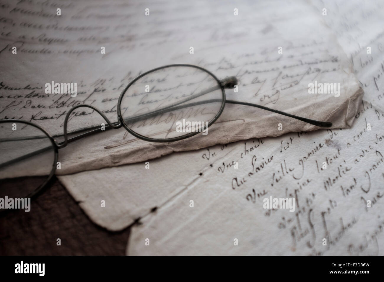 Antique eyeglasses and letters - Stock Image