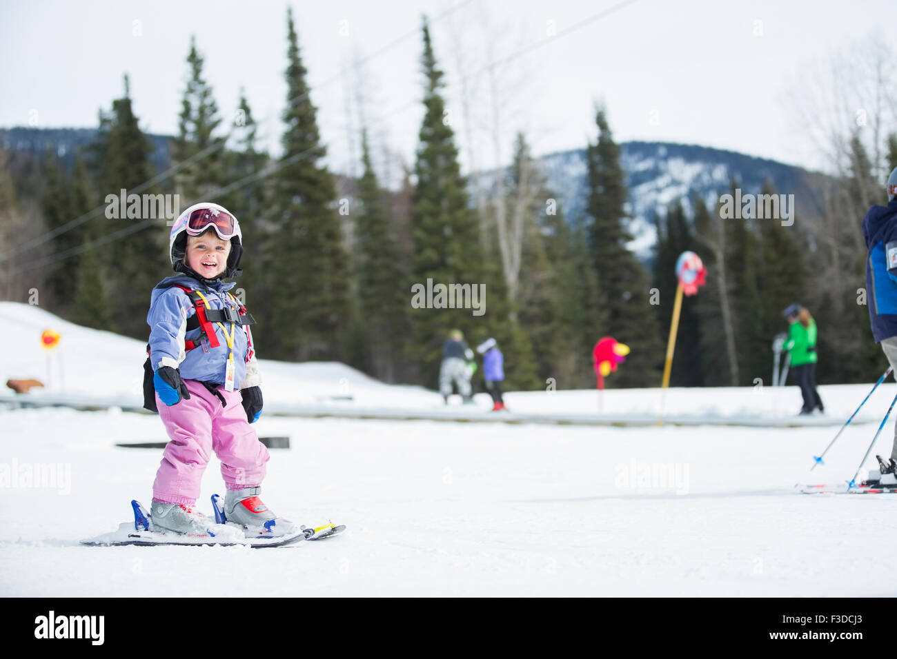 Little girl (2-3) learning skiing - Stock Image