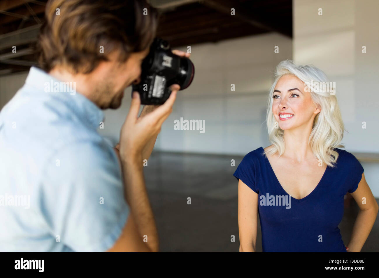 Man photographing woman - Stock Image
