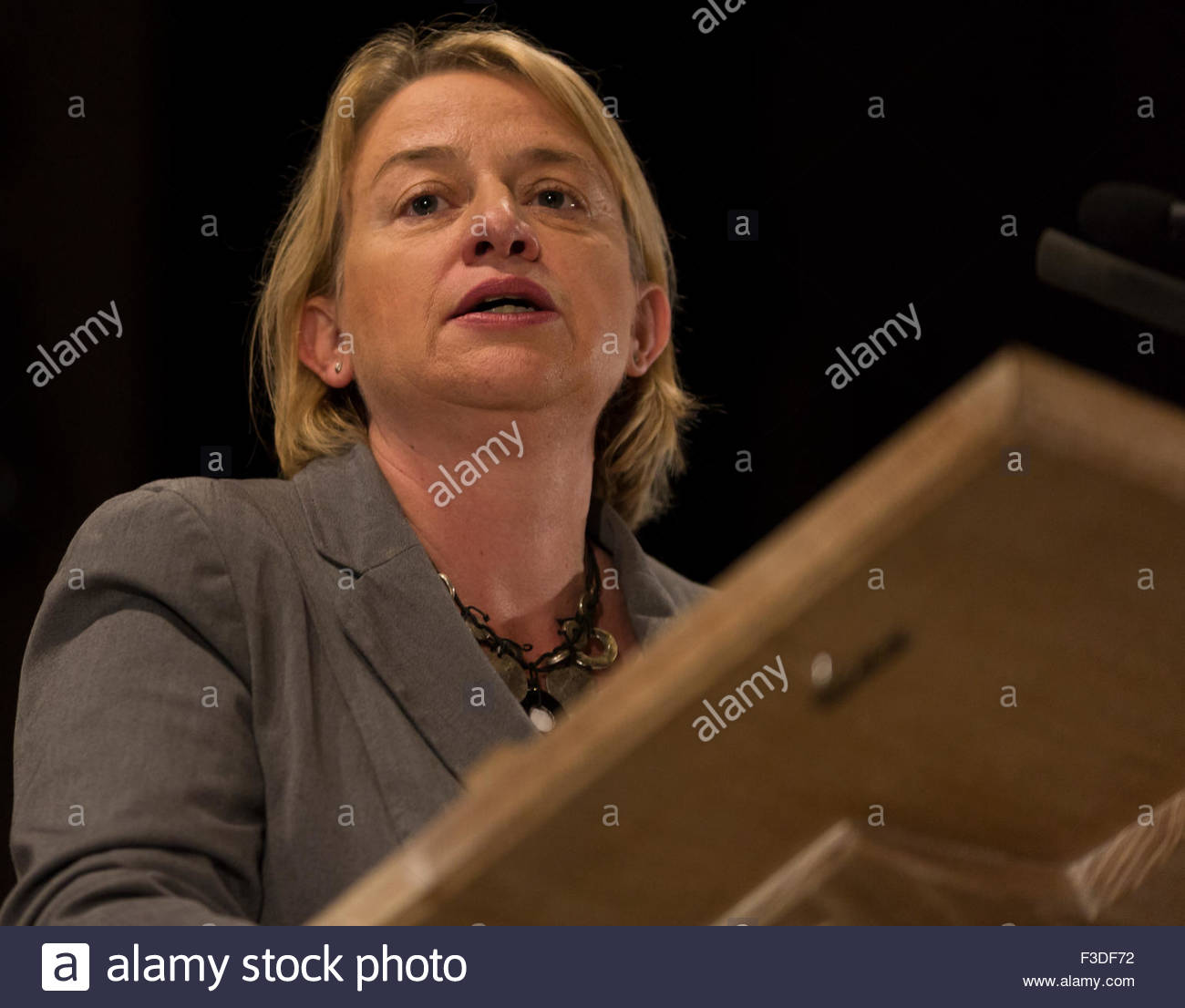 Manchester, UK. 5th October, 2015. Manchester, 5 ocotber 2915. Natalie bennet speaking at People's post meeting - Stock Image