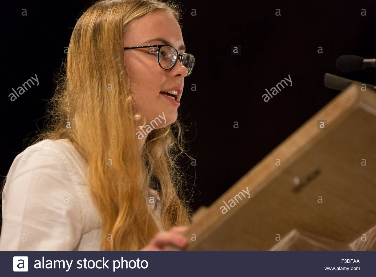 Manchester, UK. 5th October, 2015. Manchester, 5 ocotber 2915. Abby tomlinson at People's post meeting in Manchester - Stock Image