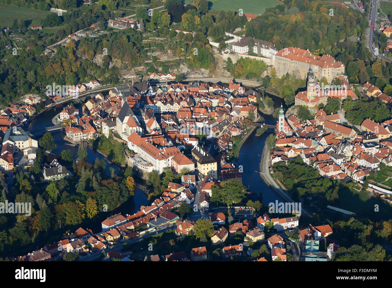 CASTLE OVERLOOKING A MEDIEVAL CITY WITHIN A MEANDER (aerial view). Ceský Krumlov, Bohemia, Czech Republic. - Stock Image