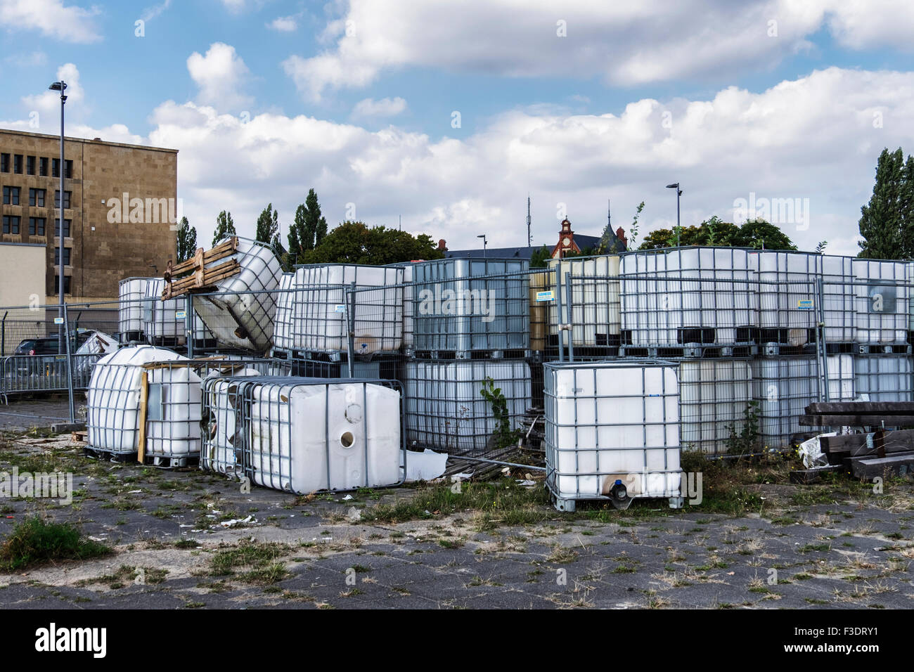 Berlin Tempelhof Airport, Flughafen - abandoned empty containers - Stock Image