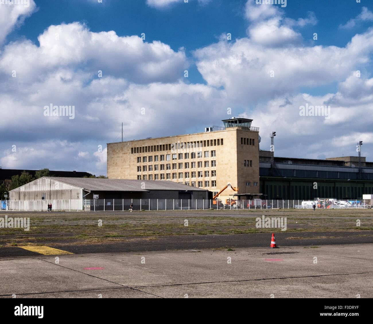 Berlin Tempelhof Airport, Flughafen Berlin-Tempelhof THF, obsolete former airport buildings and runway - Stock Image