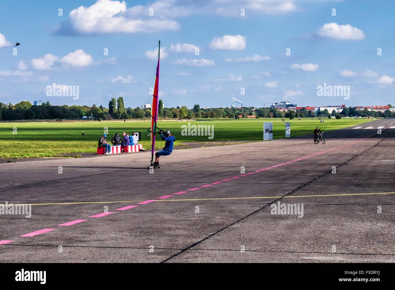 Berlin Tempelhof Airport, Flughafen. land sailing, terrasailing on old runway at Tempelhofer feld public park and - Stock Image