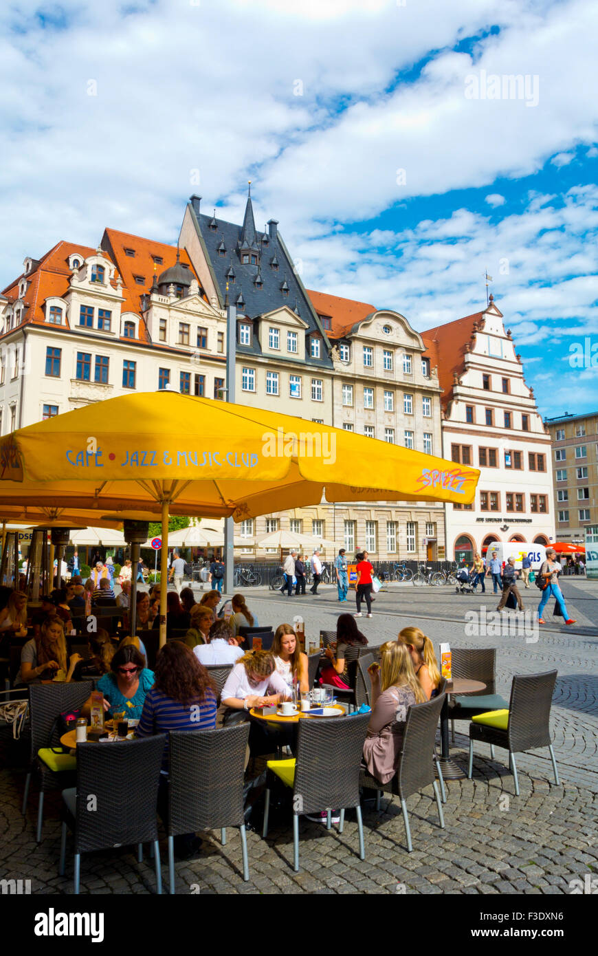Restaurant terraces, at corner of Markt and Barfussgäßchen, Altstadt, old town, Leipzig, Saxony, Germany - Stock Image