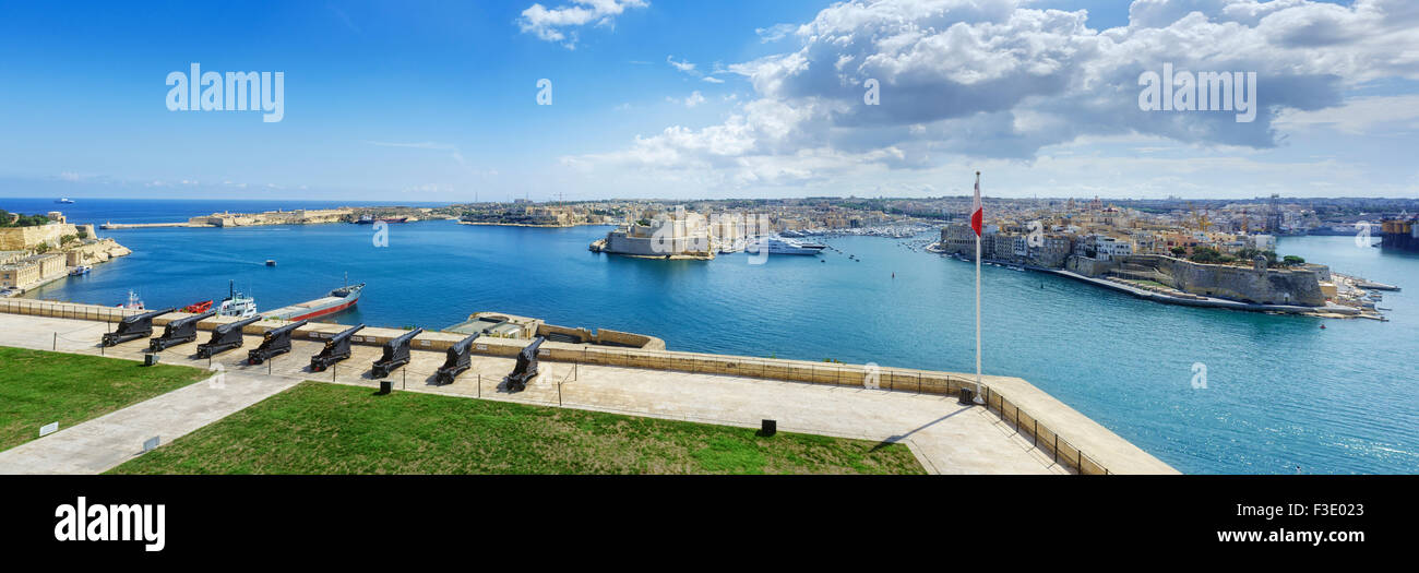 The Saluting Battery and Grand Harbour in Valletta. - Stock Image