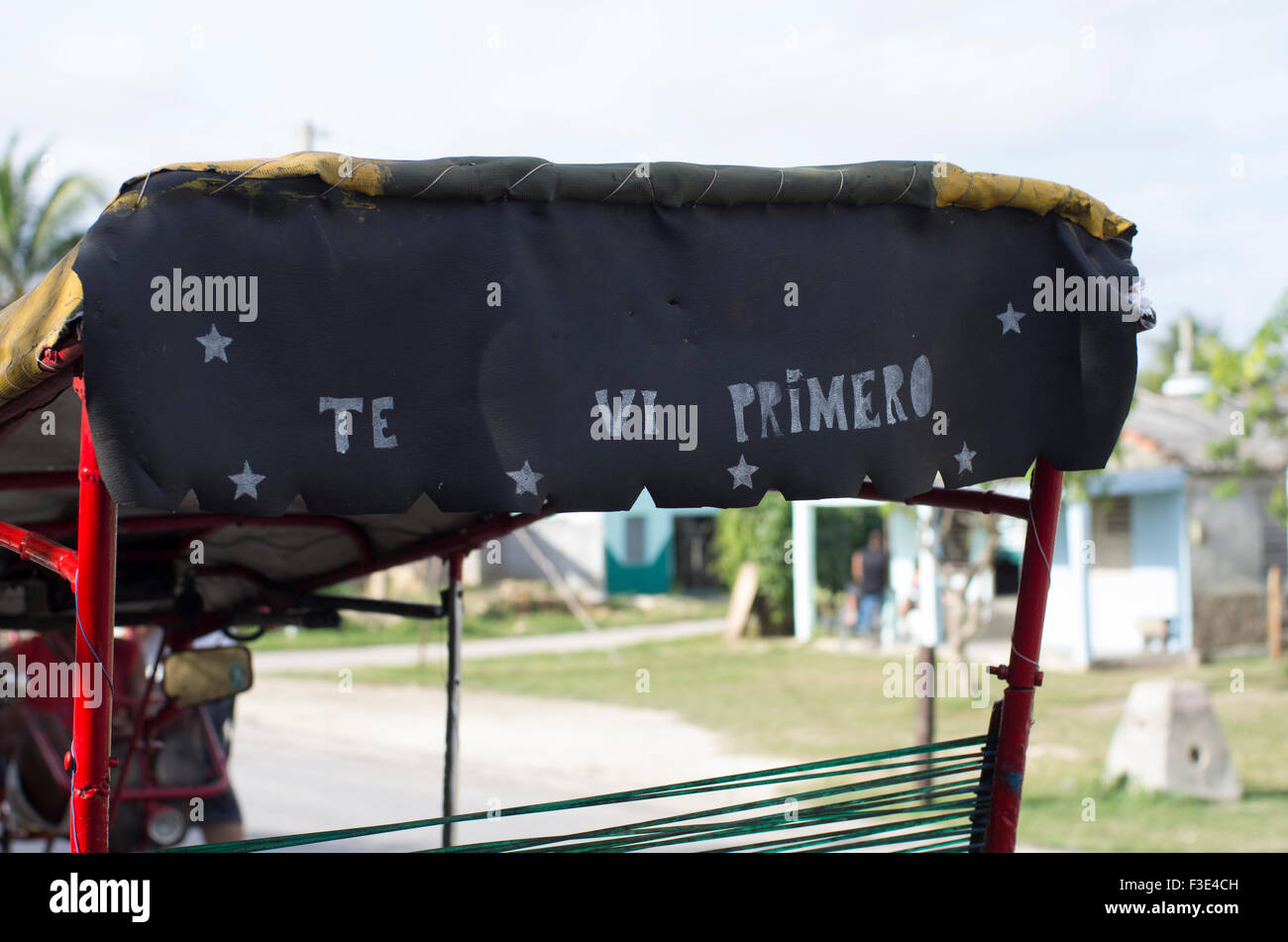 Te vi primero, meaning I saw you first, on a bicycle taxi in Playa Larga in the island Republic of Cuba - Stock Image