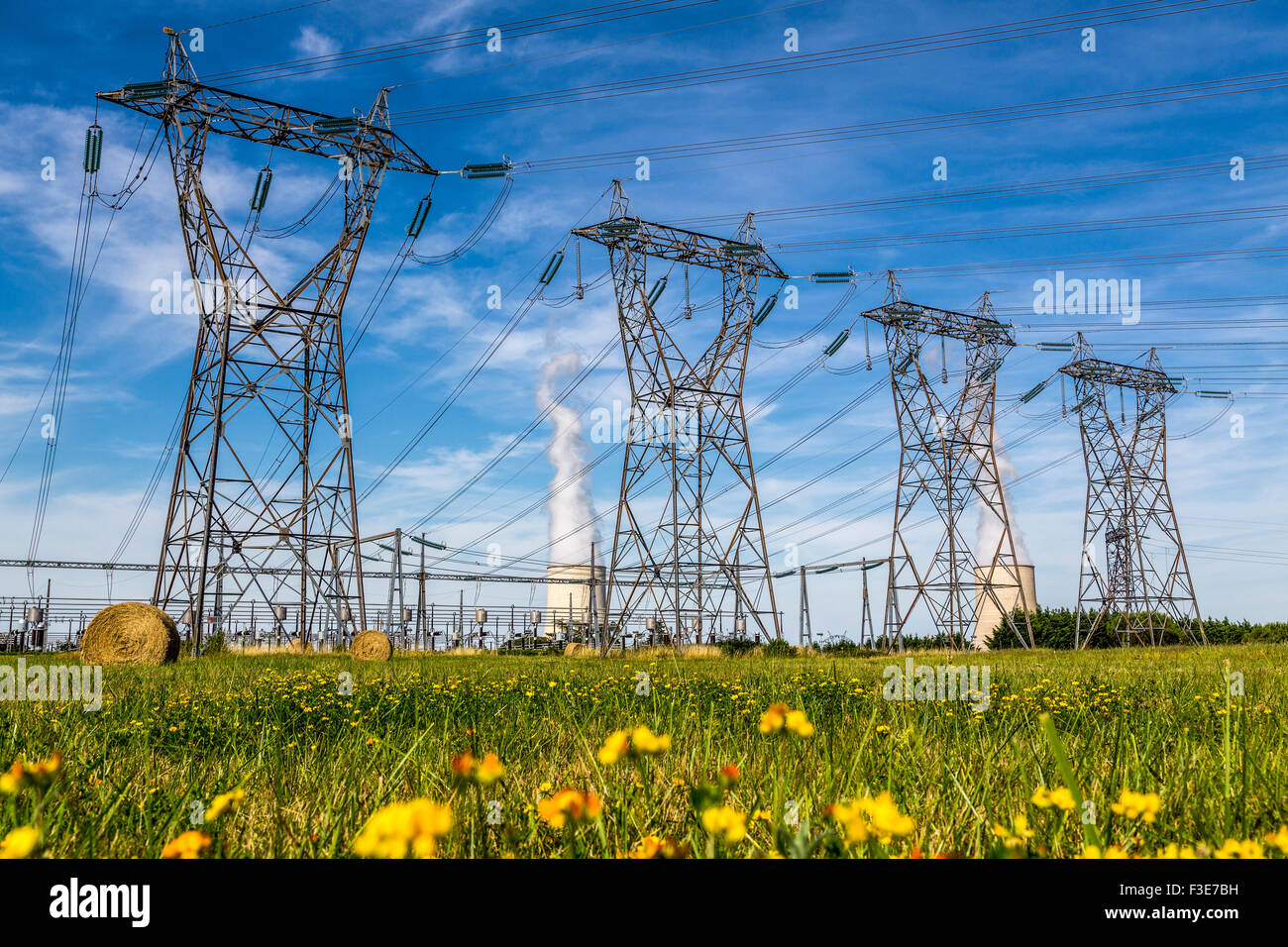 EDF Golfech Nuclear Power Plant electrical pylons Tarn et Garonne France Europe - Stock Image