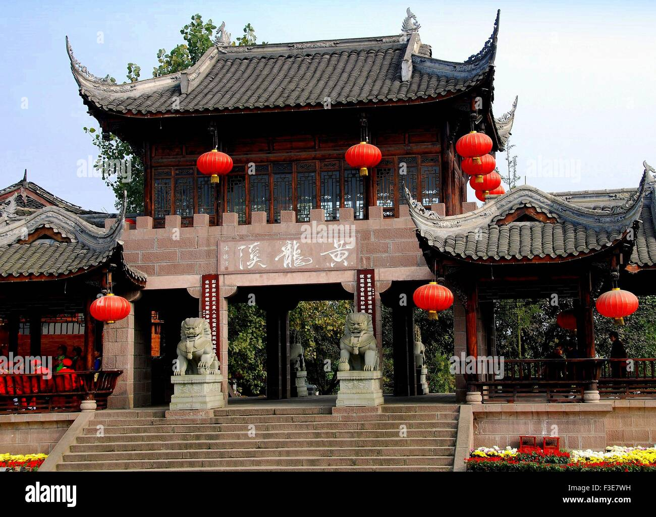 Huang Long Xi, China:  Gate of the Scenic Spot with flying eave roofs and decorative red Chinese lanterns - Stock Image