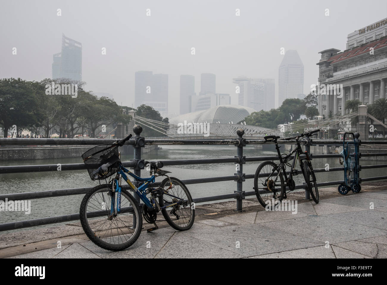 Hazardous haze pollution levels of more than 200 PSI in Singapore, due to destruction of rainforest in neighbouring - Stock Image