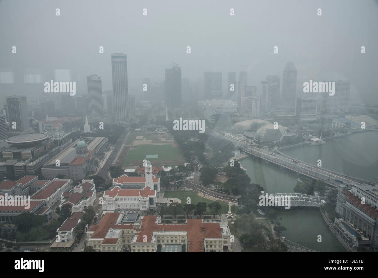 Hazardous haze pollution levels of more than 200 PSI in Singapore, due to destruction of rainforest in neighblouring - Stock Image