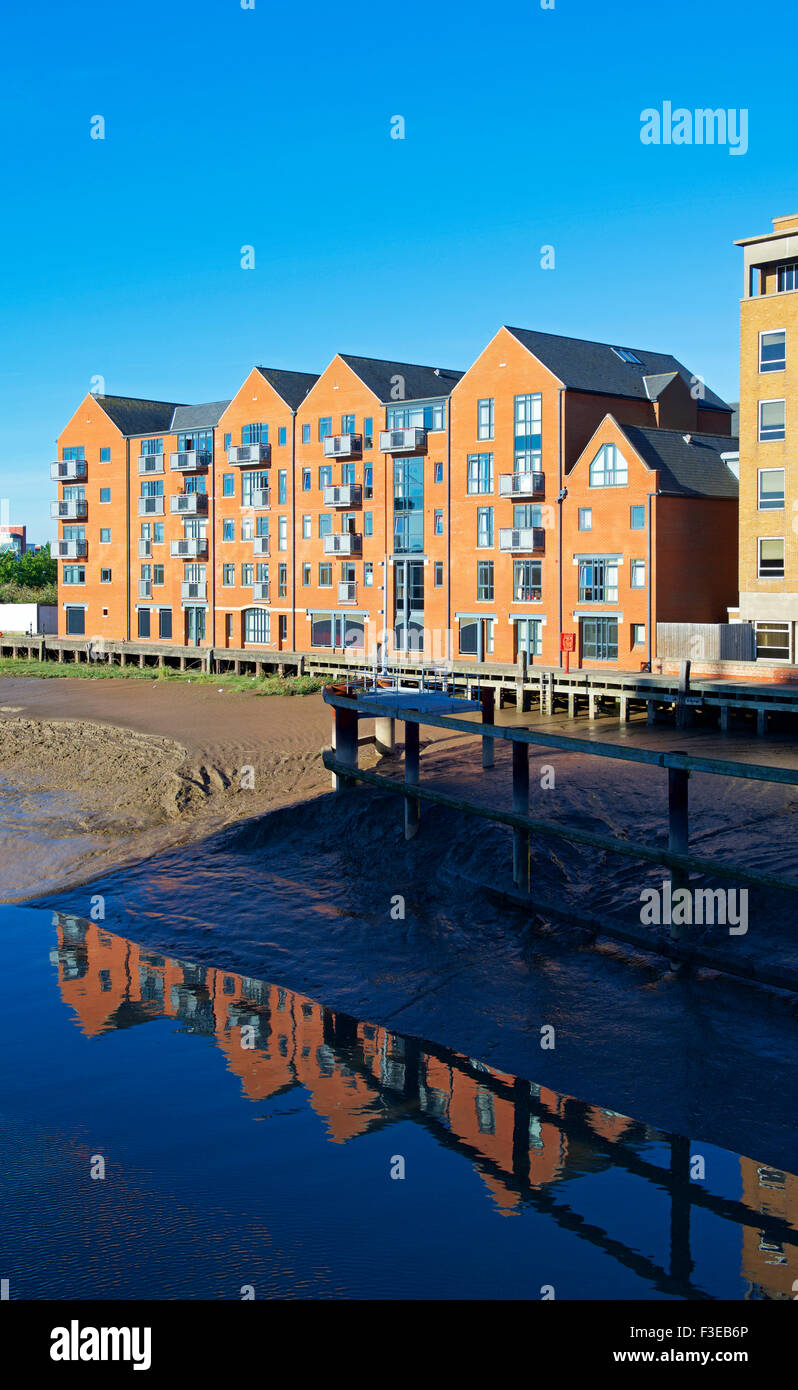 Apartments overlooking the River Hull, Kingston upon Hull, East Riding of Yorkshire, Humberside, England UK - Stock Image