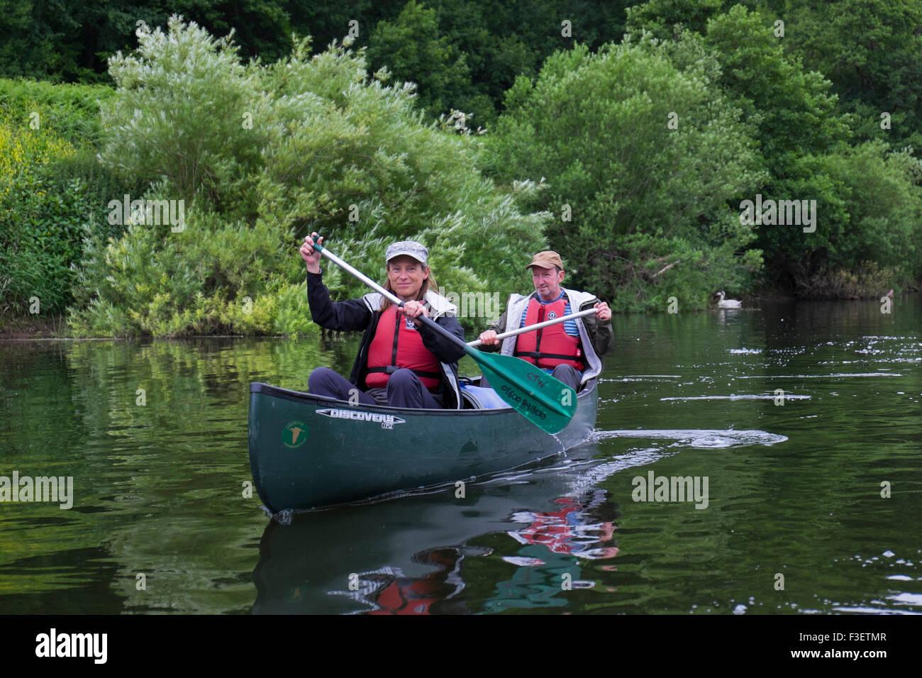 Couple paddling kayak canoe on River Wye near Symonds Yat, Herefordshire, England, UK - Stock Image